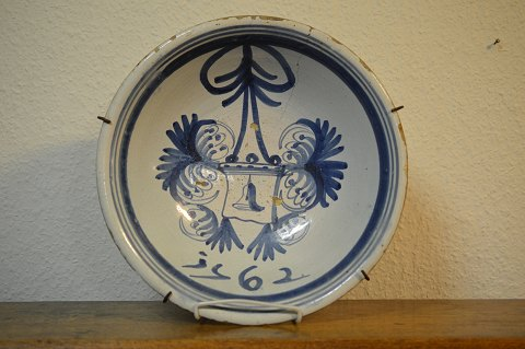 Holland fajance fad Makkum dateret 1762